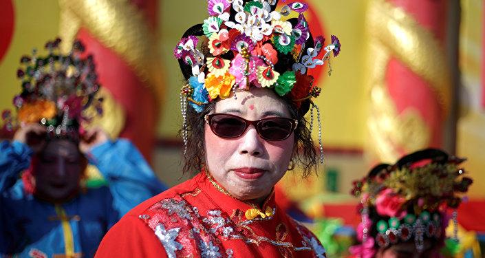 Chinka w stroju ludowym, Pekin, 2017 rok