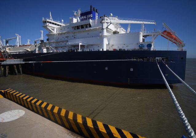 Tankowiec LNG klasy Arc7 Władimir Rusanow z dostawą z zakładu Jamał LNG w porcie Jiangsu Rudong