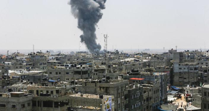 Dym po nalocie Sił Powietrznych Izraela na Strefę Gazy