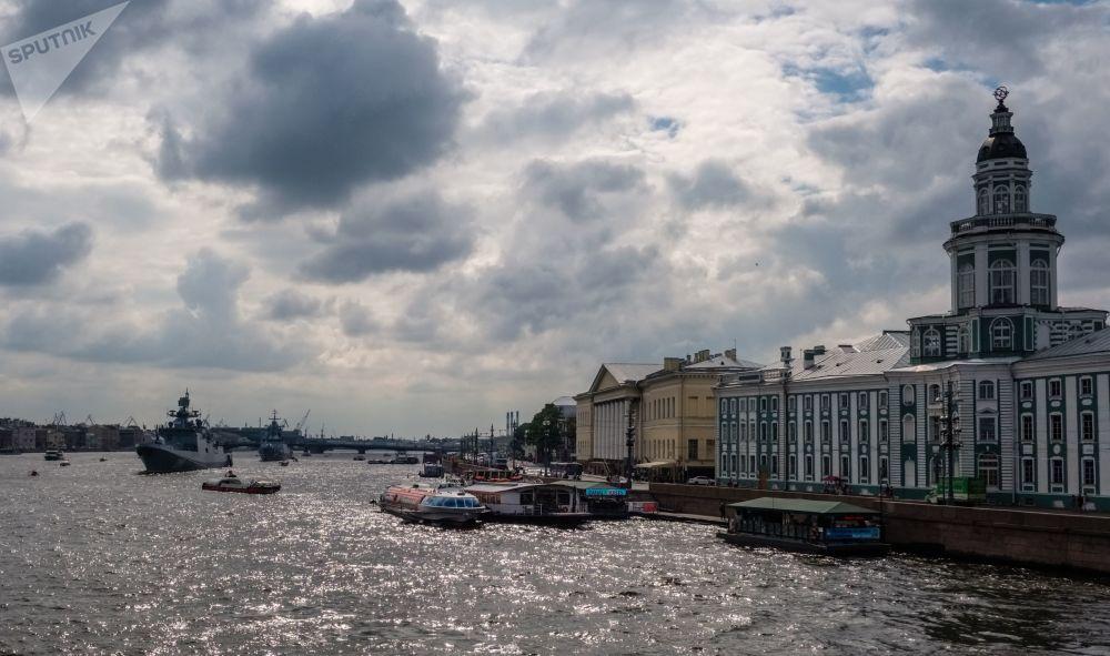 Okręty wojenne Floty Rosji na Newie w Petersburgu