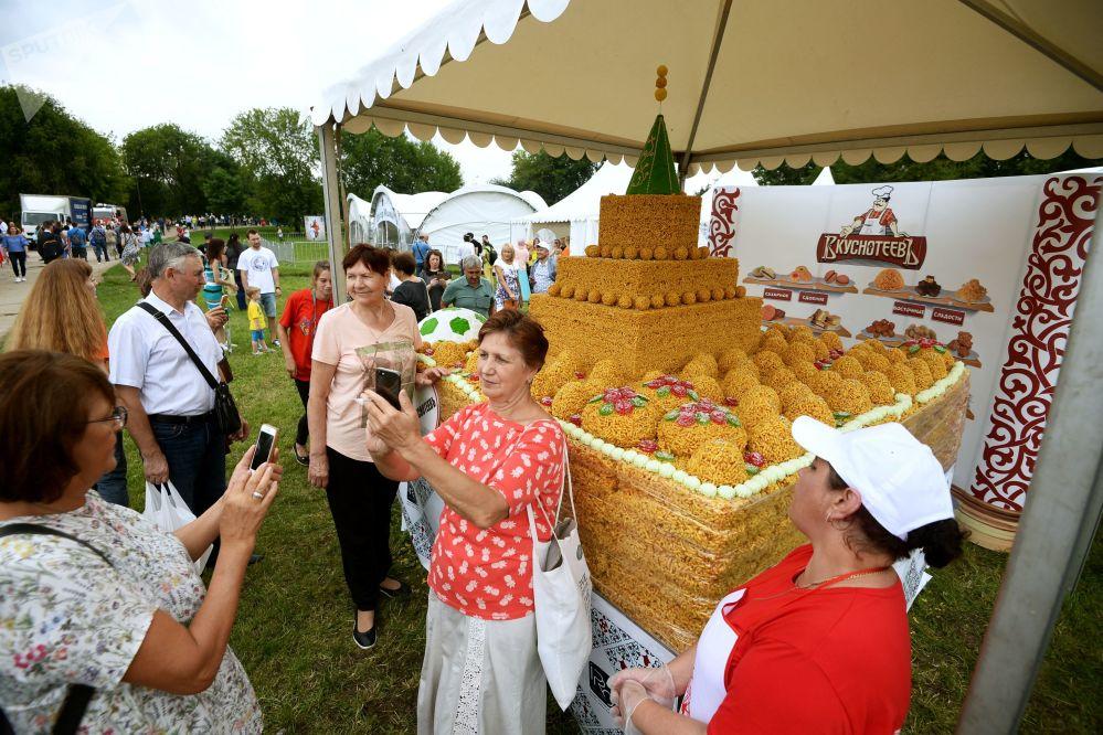 Zamek z czak-czaku. Festiwal Sabantuj 2018 w moskiewskim parku Kołomienskoje