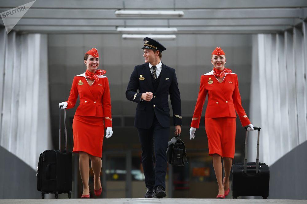 Stewardessy w porcie lotniczym Moskwa-Szeremietiewo