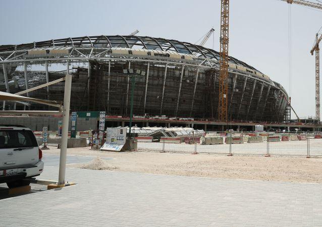 Budowa stadionu Al-Wakra w katarskiej Dosze, gdzie odbędą się mistrzostwa świata w piłce nożnej w 2022 roku