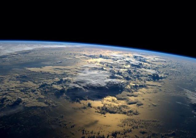 Świt nad oceanem z pokładu MSK