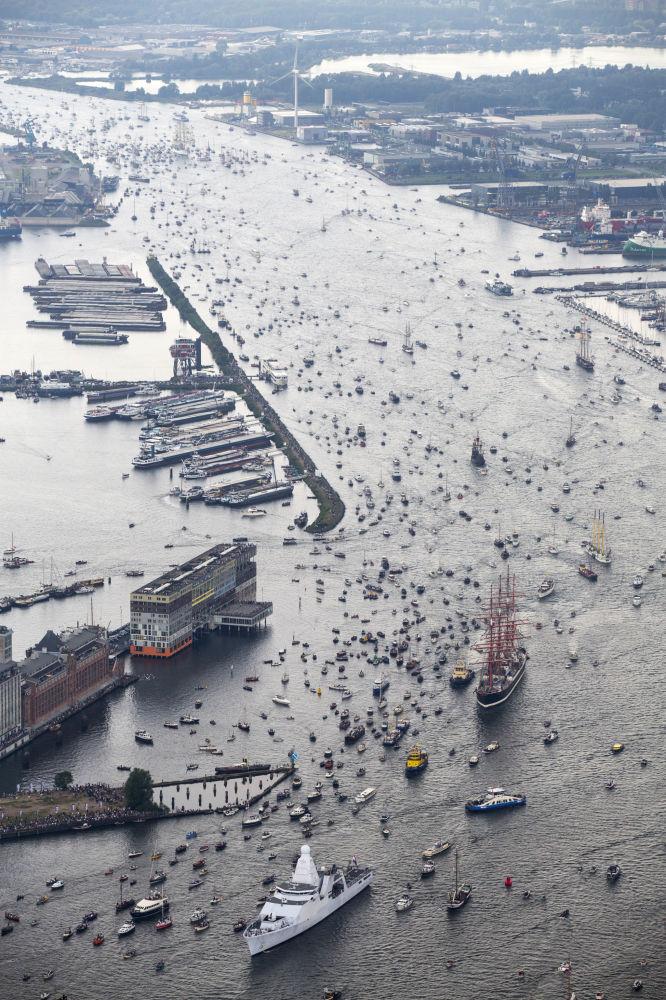 Co pięć lat w stolicy Holandii odbywa się międzynarodowe wydarzenie Sail Amsterdam