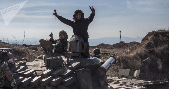 Syryjscy wojskowi w miejscowości Al-Kom w prowincji Al-Kunajtira w Syrii