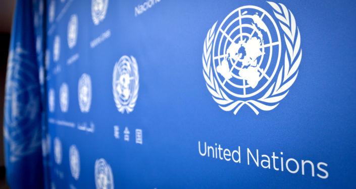 Logotyp ONZ w siedzibie ONZ
