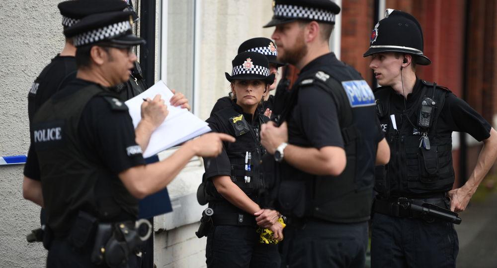 Policja w dzielnicy Moss Side, Manchester, Wielka Brytania