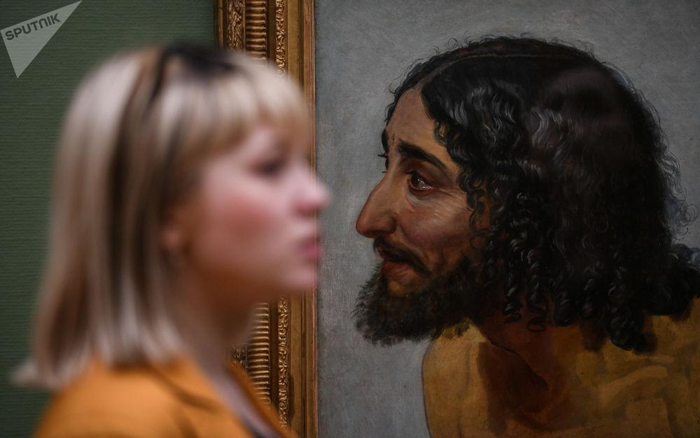 Odwiedzający Państwową Galerię Tretiakowską w Moskwie podczas Nocy Muzeów