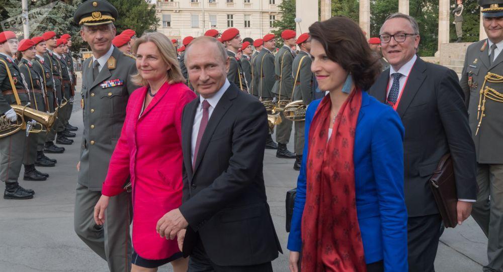 Władimir Putin i Karin Kneisl w Wiedniu