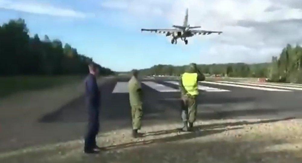 Lądowanie myśliwca na drodze do Chabarowska