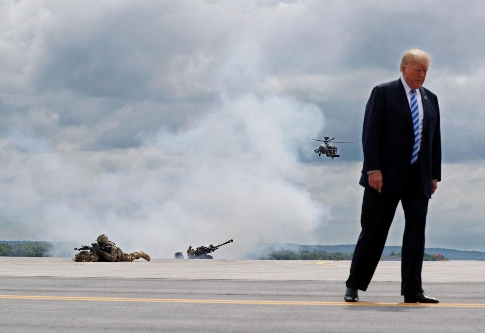 Prezydent Stanów Zjednoczonych Donald Trump podczas wizyty w bazie wojskowej Fort-Dram