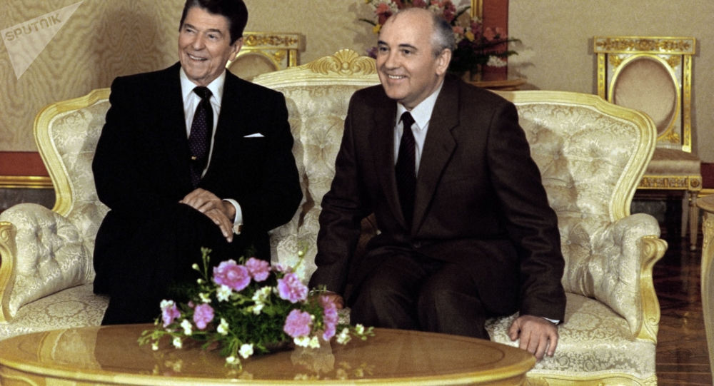 Prezydent USA Ronald Reagan i sekretarz generalny KC KPZR Michaił Gorbaczow
