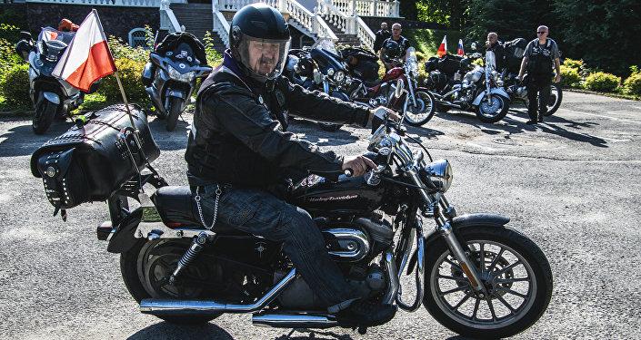 Jeden z uczestników XVIII Międzynarodowego Motocyklowego Rajdu Katyńskiego