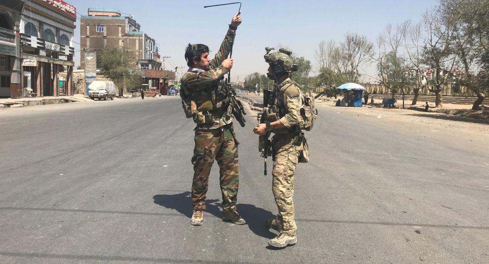Siły bezpieczeństwa Afganistanu na miejscu ataku rakietowego w Kabulu