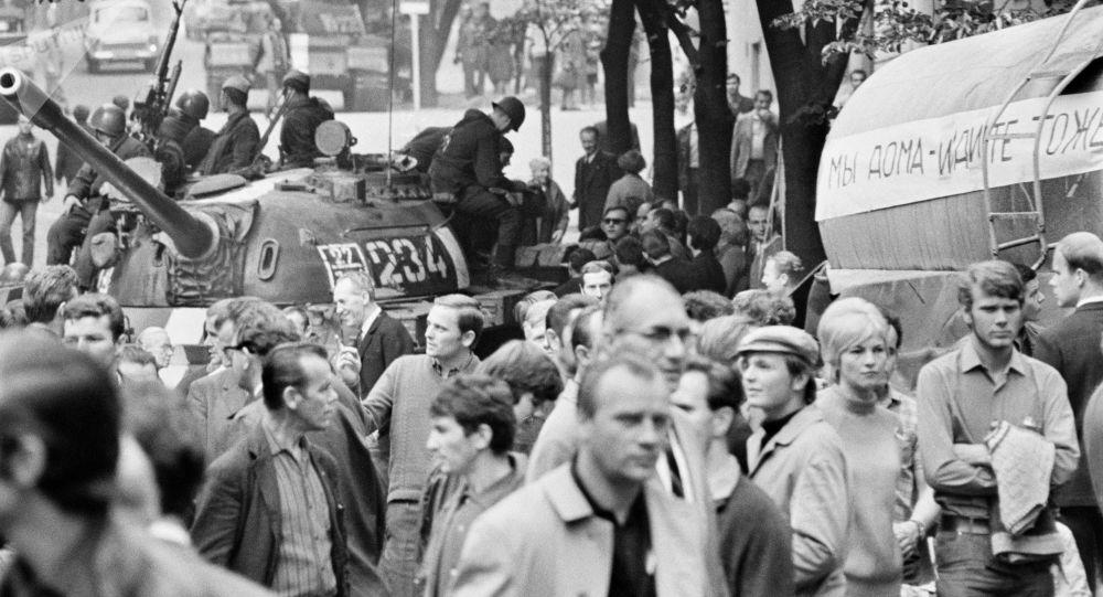 Radzieckie czołgi na ulicach Pragi, 1968 rok