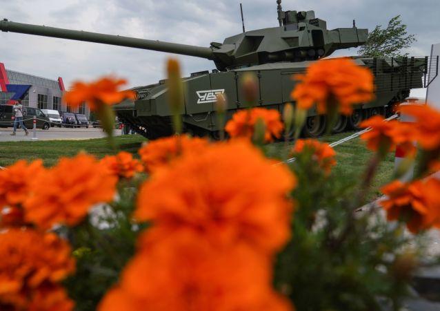 """Czołg T-14 """"Armata"""" na wystawie """"Armia Rosji - jutro"""" w ramach IV Międzynarodowego Wojskowego Forum Technicznego """"Armia-2018"""" w Kubince"""