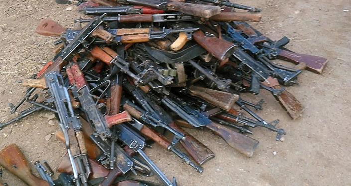 Broń złożona przez terrorystów, obrzeża Damaszku