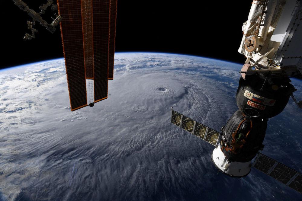 Huragan Lane na Hawajach. Widok z kosmosu
