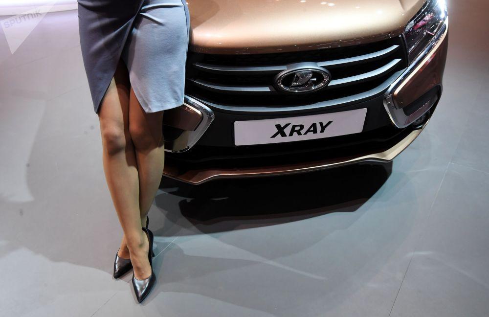 Samochód Lada Xray na Międzynarodowym Salonie Samochodowym w Moskwie