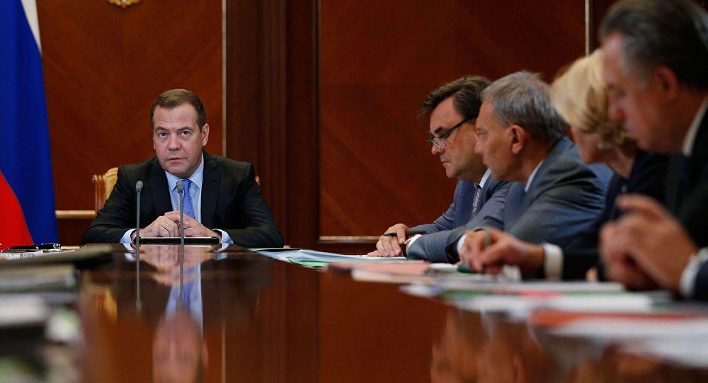 Posiedzenie rosyjskiego rządu z udziałem premiera Dmitrija Miedwiediewa