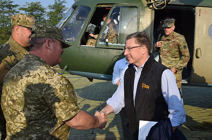 Specjalny przedstawiciel Stanów Zjednoczonych do spraw Ukrainy Kurt Volker w Donbasie