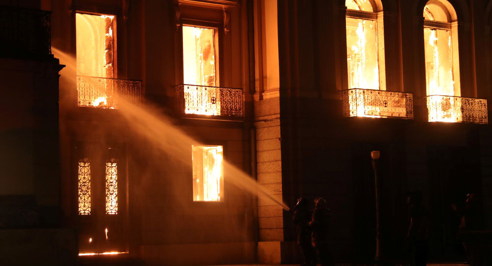 Pożar w Muzeum Narodowym Brazylii w Rio de Janeiro