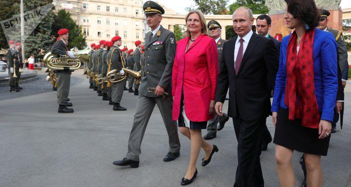 Prezydent Rosji Władimir Putin i minister spraw zagranicznych Austrii Karin Kneissl
