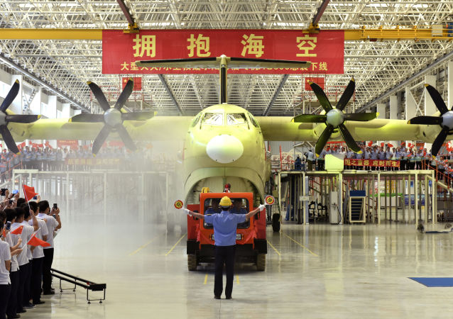 Największy na świecie samolot-amfibia AG600 w Chinach
