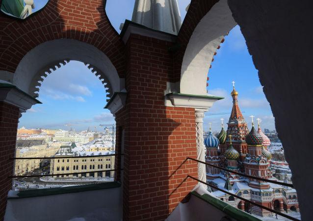 Widok z Baszty Spasskiej Kremla na Sobór Pokrowski