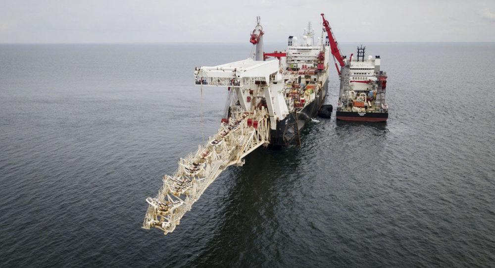 Statek do układania rur Solitaire przygotowuje się do rozpoczęcia prac nad układaniem gazociągu North Stream 2 na Bałtyku
