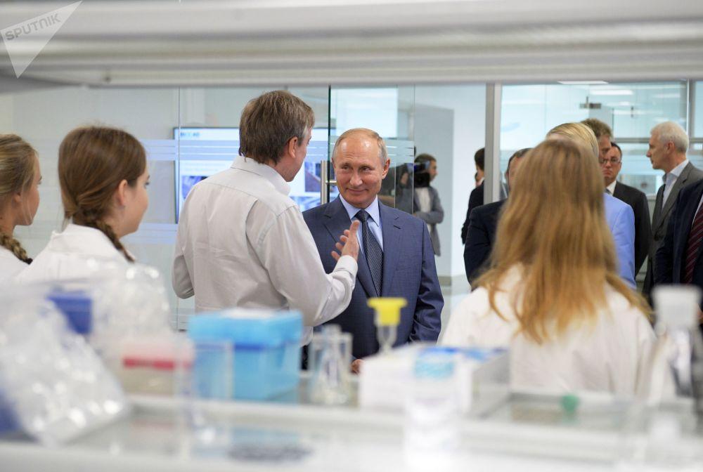 Władimir Putin odwiedził centrum nauki Sirius w Soczi