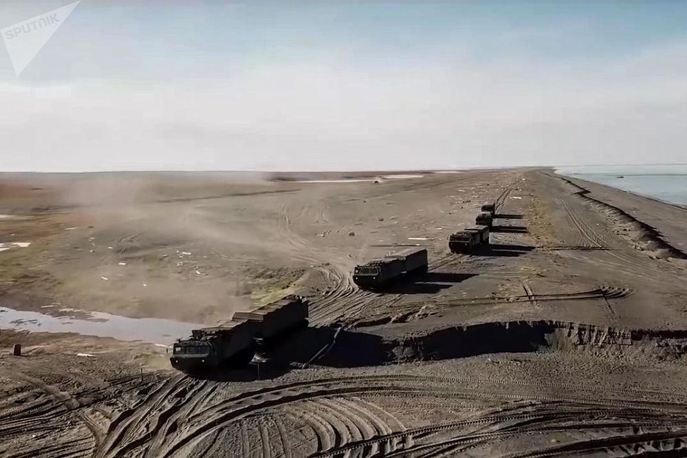 """Radzieckie przegubowe transportery wojskowe na manewrach """"Wostok 2018"""""""