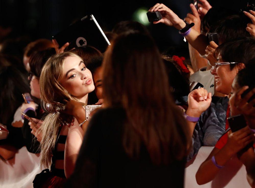 """Aktorka Sabrina Carpenter na światowej premierze filmu """"The Hate U Give"""" na Międzynarodowym Festiwalu Filmowym w Toronto (Kanada)"""