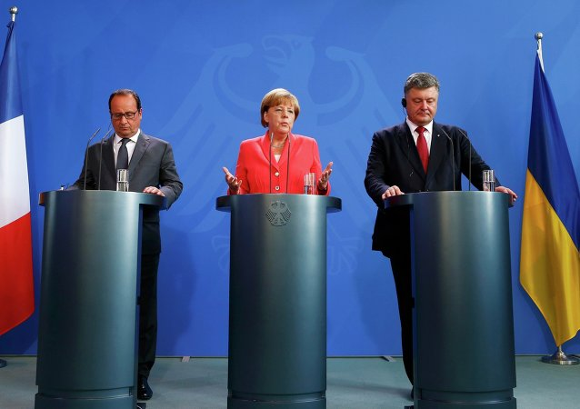 Petro Poroszenko, Angela Merkel i Francois Hollande v Berlinie