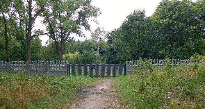 Miesce odnalezionych mogił zbiorowych jeńców radzieckicj jest ogrodzone