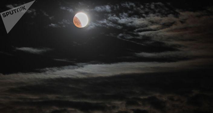 Księżyc nad Krymem