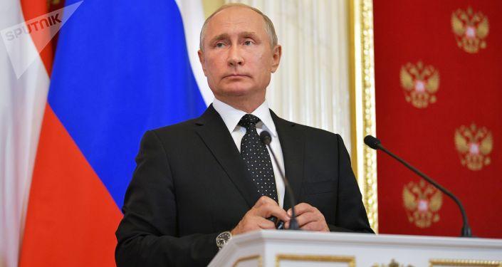 Prezydent Rosji Władimir Putin na konferencji prasowej po spotkaniu z premierem Węgier Wiktorem Orbanem