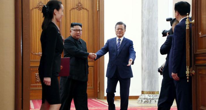 Lider KRLD Kim Dzong Un i prezydent Korei Południowej Moon Jae-in