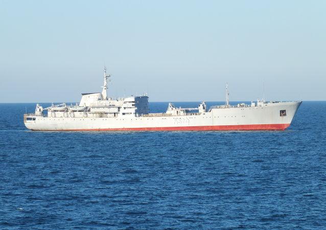 Okręt Rosji u brzegów Krymu