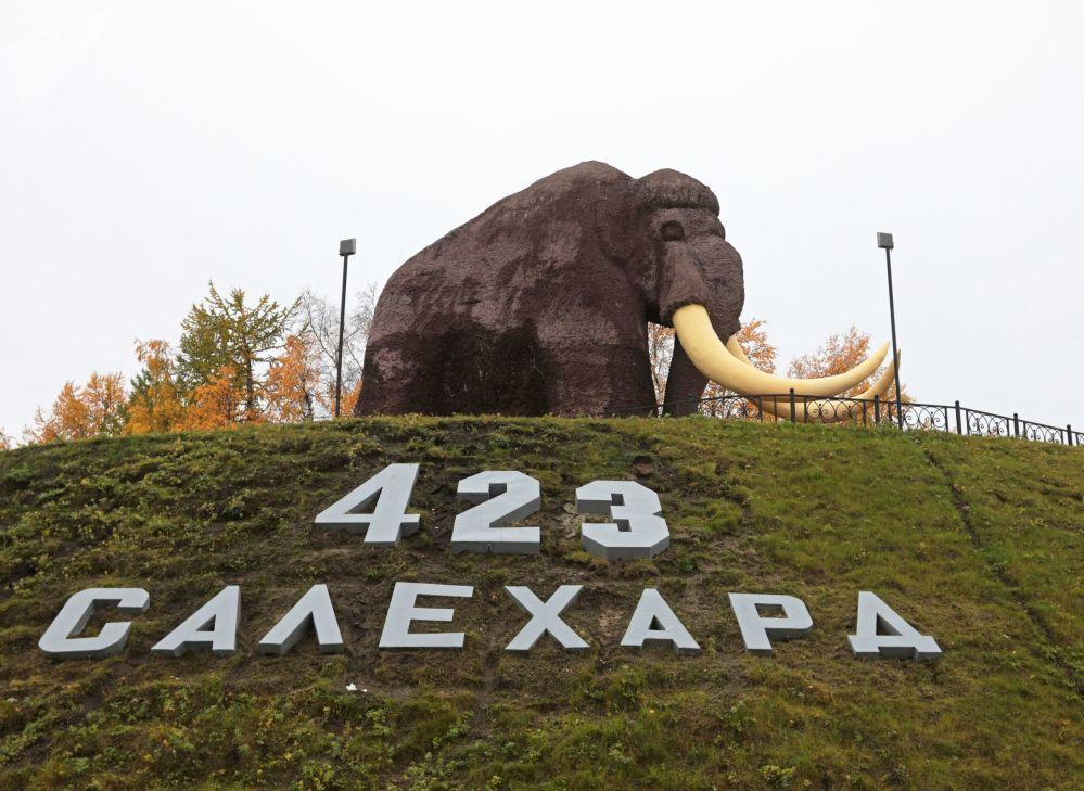 Pomnik mamuta w centrum miasta