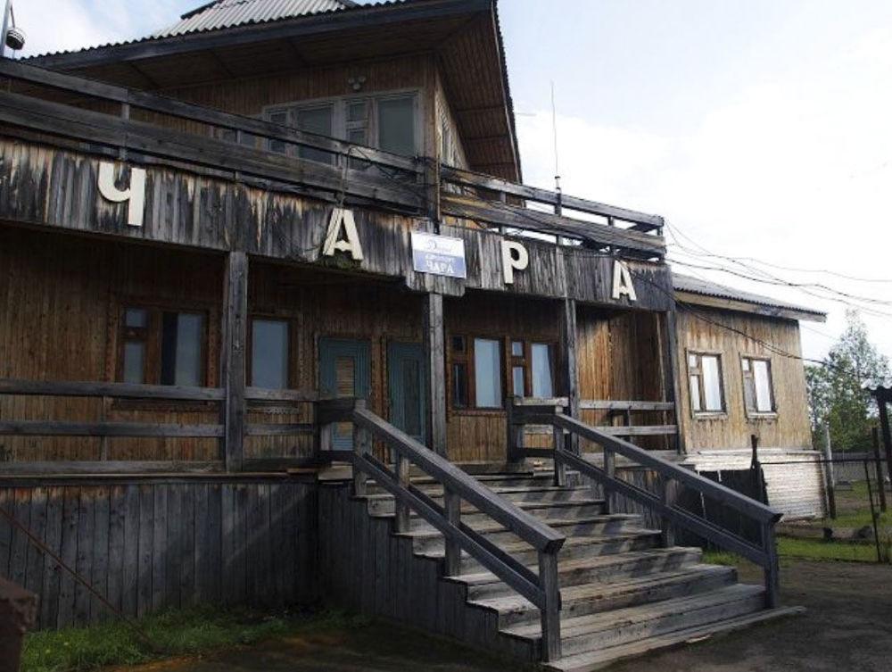 Drewniane lotnisko niedaleko wiejskiej miejscowości Czara
