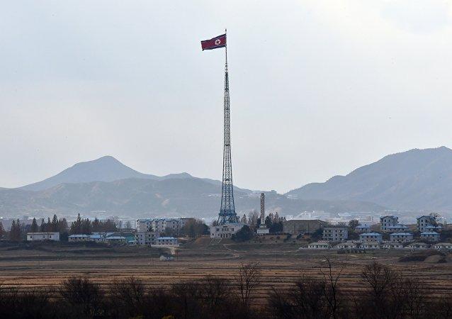 Strefa zdemilitaryzowana dzieląca Półwysep Koreański na KRLD i Koreę Południową