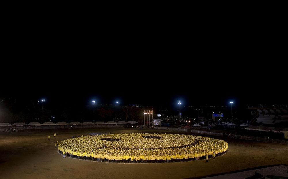 Największy na świecie uśmieszek z 6 tyś. ludzi na Manile