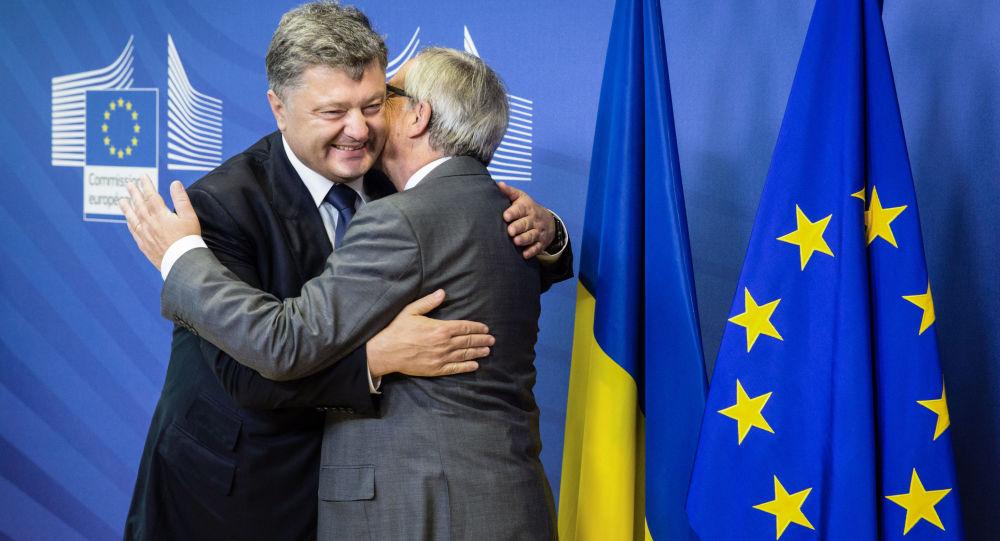 Prezydent Ukrainy Petro Poroszenko i przewodniczący Komisji Europejskiej Jean-Claud Juncker podczas rozmów w Brukseli
