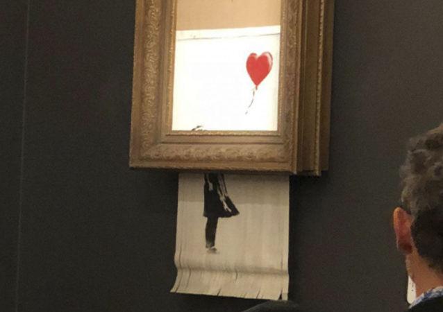 Obraz Banksy'a za 1,4 miliona dolarów, który uległ samozniszczeniu tuż po sprzedaży