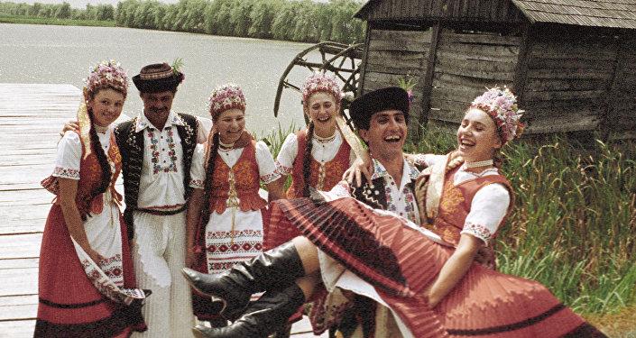 Grupa taneczna z Zakarpacia, zdjęcie archiwalne