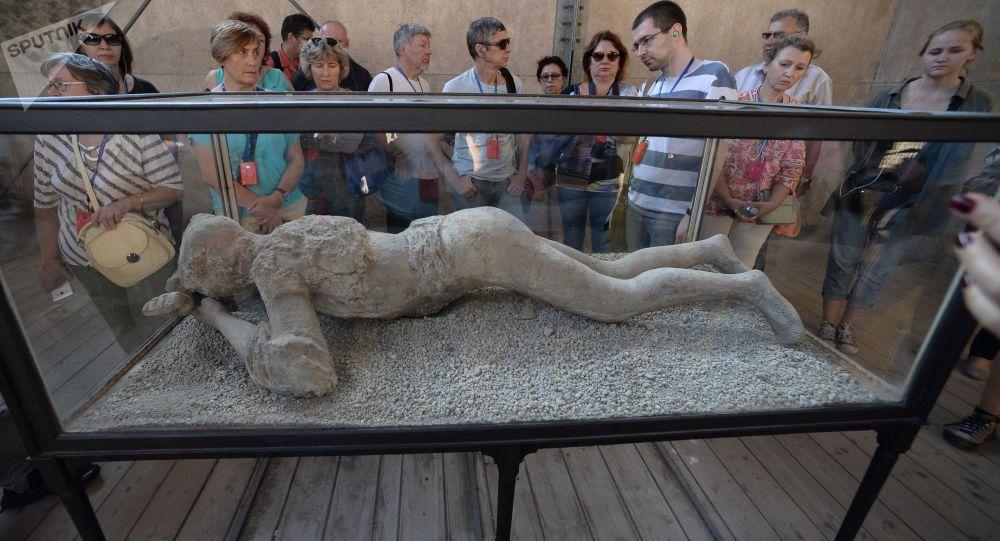 Figura mieszkańca Pompejów w muzeum