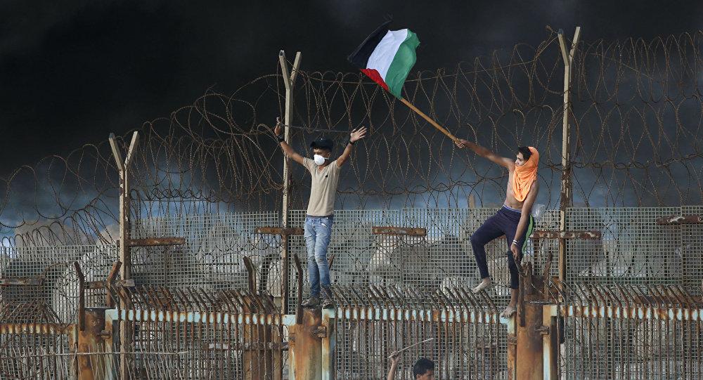 Protesty Palestyńczyków na granicy między Izraelem a Strefą Gazy