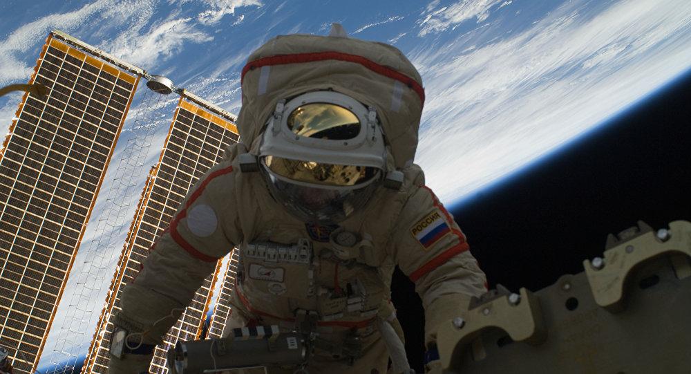 Wyjście rosyjskiego kosmonauty w otwartą przestrzeń kosmiczną